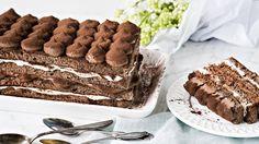 Minttu-suklaatiramisu muistuttaa ulkonäöltään tiramisua, mutta  maistuu kahvin sijaan mintulle ja suklaalle. Tämäkin resepti vain n. 0,60€/annos*.