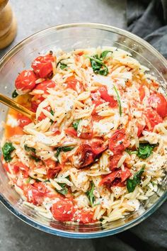 Lemon Orzo Salad with Roasted Tomatoes and Goat Cheese has only 5 INGREDIENTS and is the perfect summer pasta salad. Great room temperature or cold! Easy Summer Salads, Summer Pasta Salad, Pasta Recipes, Salad Recipes, Seafood Recipes, Orzo Salat, Lemon Orzo Salad, Spinach Salad, Classic Caesar Salad