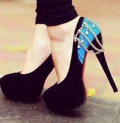 black stiletto high heels pumps women shoes fashion http://www.womans-heaven.com/black-heels-3/