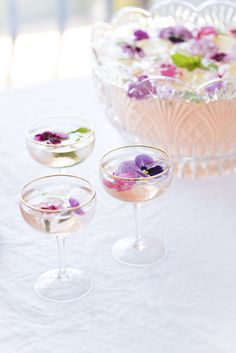 ROSÉ PUNCH - - it's finally friday and it's a long weekend! we're excited to kick back with friends and family, enjoy the day off and spend time remembering all of the men and women who fought and died for our count. Cocktails Champagne, Beste Cocktails, Gin Cocktail Recipes, Cocktail Drinks, Alcoholic Drinks, Pink Champagne Punch, Beverages, Margarita Recipes, Summer Drinks