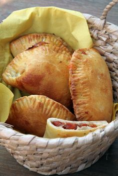 Mozzarellás batyuk - Kifőztük, online gasztromagazin Croissant, Empanadas, Winter Food, Mozzarella, Quiche, Bakery, Muffin, Food And Drink, Pizza