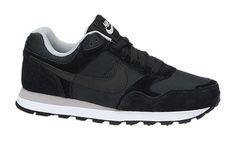 Nike MD Runner zwarte sneakers. And mine, because the doctor said so! #truestory