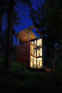"Modern house in the woods for Polish Sculptor Jacek Jarnuszkiewicz Architects: YH2 Location: Bolton-Est, Québec, Canada Year: 2016 Area: 1.700 ft²/ 158 m² Photo courtesy: Francis Pelletier, Jacek Jarnuszkiewicz, YH2 Description: ""The house of sculptor Jarnuszkiewicz is a collaborative work between client, sculptor Jacek Jarnuszkiewicz and architects Marie-Claude Hamelin and Loukas Yiacouvakis. The project was conceived following the …"