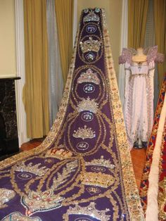 gowns of mardi gras | This Queen is a third generation Queen. She commemorated this by ...
