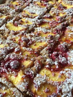 Pfirsich-Himbeer+Kuchen #waskochen French Toast, Breakfast, Butter, Cakes, Food, Sheet Pan, Delicious Dishes, Raspberries, Fruit