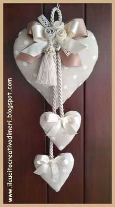 Mery's creations: Three hearts at the door - Valentinstag Geschenke Heart Decorations, Valentine Decorations, Christmas Decorations, Valentine Day Crafts, Christmas Crafts, Valentines, Fabric Hearts, Fabric Flowers, Sewing Crafts