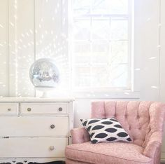 how to shop for chairs second hand, amazing prices for cute chairs! Cool Chairs, Side Chairs, Second Hand Chairs, Green Accent Chair, Wooden Adirondack Chairs, Wayfair Living Room Chairs, Mirror Ball, Autumn Home, Simple House