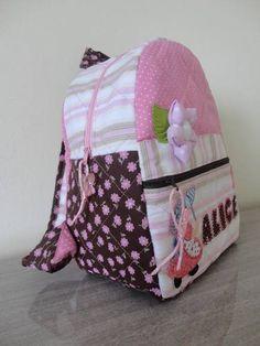 Mochila infantil personalizada em tecido 100% algodão    TOALHA VENDIDA SEPARADAMENTE.    Para aplicação do nome será cobrado R$ 5,00 por letra.