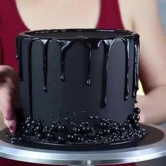 Cake Decorating Frosting, Cake Decorating Designs, Creative Cake Decorating, Cake Decorating Videos, Cake Decorating Techniques, Gothic Birthday Cakes, Birthday Cake For Him, Elegant Birthday Cakes, Beautiful Birthday Cakes