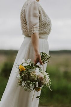 Rustic bridal bouquet | Photography by http://www.kitchenerphotography.co.uk/
