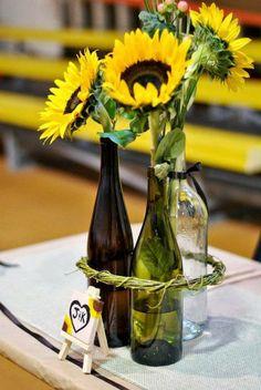 Faça das suas garrafas de vinho velhas, centros de mesa