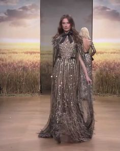 Ziad Nakad Look Spring Summer 2018 Haute Couture Collection - Stunning Embellished Dark Gray A-Lane Evening Maxi Dress / Evening Gown with a Cape. Haute Couture Dresses, Couture Fashion, Runway Fashion, Kaftan, Asian Bridal Dresses, Bridal Lace Fabric, Gowns Of Elegance, Elegant Outfit, Couture Collection