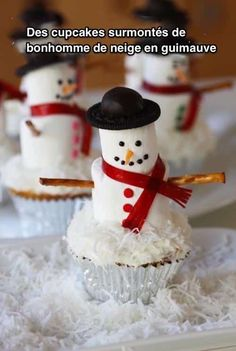 Hosting a Christmas Party? Then you can't miss these cute Christmas Party food ideas. From Christmas Cookies, to Christmas Cupcakes to many other party food Snowman Cupcakes, Holiday Cupcakes, Holiday Baking, Christmas Desserts, Holiday Treats, Christmas Treats, Holiday Recipes, Diy Christmas, Ladybug Cupcakes