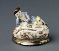 Snuffbox with huntress, Saint-Cloud porcelain factory, 1738-1739, France, museum no. 347&A-1902 | The Victoria and Albert Museum, London; given by Col. Waldo-Sibthorp