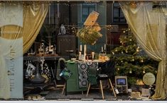 Kerst etalage 2019 Delft Delft, Table Decorations, Furniture, Home Decor, Decoration Home, Room Decor, Home Furnishings, Arredamento, Dinner Table Decorations