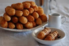 This Cape Verde dessert called gufong is a sweet fried pastry, somewhat like a doughnut, crispy on the outside, doughy on the inside and simply delicious. My Recipes, Snack Recipes, Dessert Recipes, Cooking Recipes, Favorite Recipes, Snacks, Gourmet Desserts, Plated Desserts, Bread Recipes