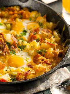 La Padellata di uova bacon e patate è un piatto tipicamente americano che in America viene servito per colazione e si chiama Breakfast Skillet.