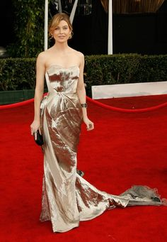Ellen Pompeo @ SAG Awards Photo Newlywed Ellen Pompeo looks classy as ever in a sculpted silver gown by Nina Ricci at the 2008 Screen Actors Guild (SAG) Awards held at the Shrine Auditorium on… Elie Saab Couture, Dior Haute Couture, Ellen Pompeo, Lexie Grey, January Jones, Meredith Grey, Tilda Swinton, Christina Ricci, Diane Kruger