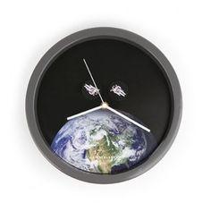 BiAcayip.com'da Kikkerland Astronot Duvar Saati (ASTRONAUT CLOCK)