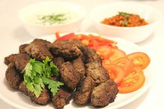 Köfte- Turkiska biffar med paprikasås och tarator - ZEINAS KITCHEN Tahini, Beef, Food, Meat, Ox, Ground Beef, Meals, Steak