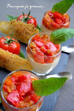 Verrines de panna cotta au parmesan, tomates-poivrons et tuiles poivrées