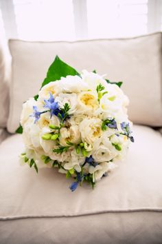 Such bright + stunning flowers! ::Lindsey + Matt's elegant wedding at St. William Catholic Church and a private home on St. Simons Island, Georgia:: #white #bridalbouquet #blue #delightful #photography