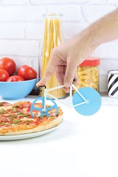 DOIY Fixie Pizza Cutter Antartic NEU/OVP Schneider NEW/OVP Blau Weiß Blue White Cool Kitchen Gadgets, Cool Kitchens, Kitchen Stuff, Kitchen Tools, Gadget Gifts, Vegetable Pizza, Ebay, Cooking, Breakfast