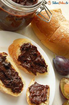 Babcine powidła śliwkowe przygotowane w piekarniku, szybko i bez przypalania! Na powidła najlepsze są mocno dojrzałe, słodkie węgierki. Dzięki dobrze wybranym owocom nie trzeba dodawać nawet grama cukru a powidła są doskonałe w smaku....