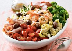 25 Low-Cal Salads That Fill You Up.....These look so good!!! Love salads in the summer!!