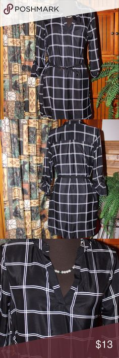 💋 Super cute dress This is a site cute dress with belt, and convertible sleeves. In great condition. No Boundaries Dresses
