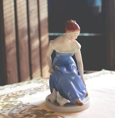 Very old little figural statue of a real Cinderella. This collectable piece is the perfect gift for a royal dux collector! Condition: Perfect, without any damage. dimensions: 10,5x7,0x14,0 cm Do not hesitate to contact us before buying, we will gladly provide you more detailed Real Cinderella, Antique Shops, Anna, Statue, Disney Princess, Antiques, Trending Outfits, Gift, Handmade