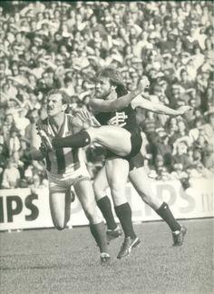 Rod Ashman - 236 matches Carlton Afl, Carlton Football Club, Australian Football, Go Blue, Rugby, Melbourne, Legends, Blues, Action