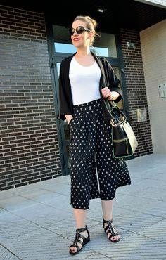 Culottes + kimono Wide Leg, Kimono, Street Style, Blazer, Legs, Pants, Fashion, Wide Pants, Trouser Pants