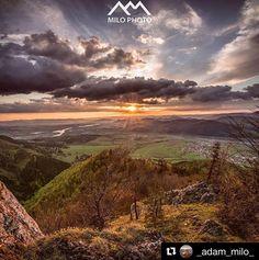 Po práci hneď bežať na dáky kopec pokiaľ sa rysujú dobre podmienky sa stalo pre mňa rutinou. Spoznal som ďalšie super miesto v okolí a ani chodnik tam neviedol tak som cestou tam aj späť pekne poblúdil a stretol aj nejakých obyvateľov lesa .... #praveslovenske od  @_adam_milo_  .... #malafatra #slovensko #slovakia #nature #sun #sunset #sunrise #hills #adventure #clouds #rocks #trees #forest #beauty #sky