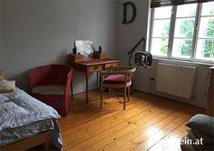 Bezaubernde 4-Zimmer-Wohnung zum Mieten in #Salzburg Nonntal, bestens ausgestattet mit Parkettböden und Ausblick ins Grüne. Corner Desk, Furniture, Home Decor, Condominium, House, Homemade Home Decor, Corner Table, Home Furnishings