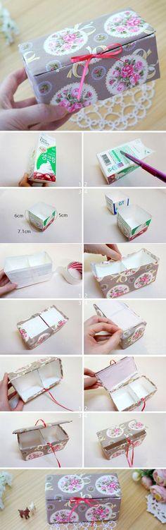Boîte de rangement avec des briques de jus de fruits