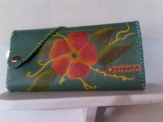 billetera en cuero pintada a mano