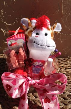 DIY Personalized Gift Basket For Anyone, Girlfriend, Kids, Mom Etc - Vanessa Maine - Free Valentine Gift Baskets, Valentines Gift Box, Diy Gift Baskets, Diy For Kids, Gifts For Kids, Personalised Gifts Diy, Boyfriend Gift Basket, Easy Diy Crafts, Cute Gifts