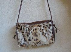 bolso pequeño de conejo y tira piel teñido animal print