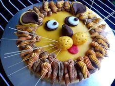 Lion cake how to.  2049161387_3af48f0104 by hongyi86, via Flickr