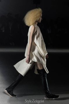 We would like to present to you Rick Owens' Fall/Winter 2016 Women's collection.