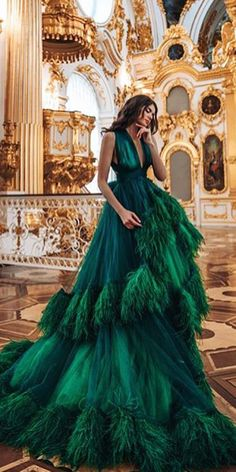 Green is a wonderfully fresh color to use for a wedding. One of the most noticeable ways to incorporate green is to choose wedding dresses of this color. Green wedding dresses are just as gorgeous as white gowns on a bride's wedding day. Evening Dresses, Prom Dresses, Formal Dresses, Ball Dresses, Elegant Dresses, Pretty Dresses, Mode Baroque, Green Wedding Dresses, Fantasy Gowns