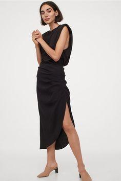 Drapierter Jupe - Schwarz - DAMEN | H&M CH 2 World Of Fashion, Fashion Online, Trending Art, Draped Skirt, Fashion Company, Woven Fabric, Sliders, Black Women, Skirts