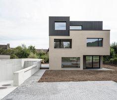 """Construído pelo Frei + Saarinen na Kilchberg (ZH), Switzerland na data 2012. Imagens do Stefan Wülser, Zürich. A primeira construção de """"Como construir um espaço de viver"""" (how to build a living space), do escritório Frei + Saar..."""