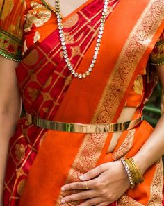A simple metallic belt on a banarasi saree completes your look for a wedding function Gold Jewellery Design, Bridal Jewellery, Gold Jewelry, India Jewelry, Fancy Jewellery, Baby Jewelry, Diamond Jewelry, Jewelery, Gold Waist Belt