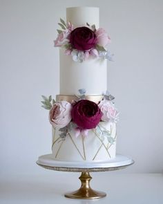 Love the look of this wedding cake #modernweddingcakes
