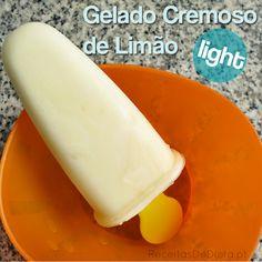 Gelado Cremoso de Limão Light!    Ingredientes (para2 porções)  *90ml de iogurte grego natural magro *2 colheres de sopa de sumo de limão  *1/4 colher de chá de raspas da casca de limão *2 colheres de chá de adoçante  ° Preparação:  Misture bem todos os ingredientes. Verta para copinhos de gelado. Leve ao congelador para solidificar.  Retire do congelador 10 a 20 minutos antes de consumir para o gelado ficar mais cremoso.