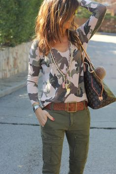 30 Chic Fall / Winter Outfit Ideas - Street Style Look. Camo Fashion, Fashion Mode, Look Fashion, Winter Fashion, Fashion Outfits, Street Fashion, Street Style Inspiration, Mode Inspiration, Fall Outfits