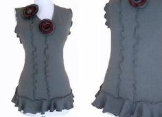 Ruffle Floral Sweater Vest M von RebeccasArtCloset auf Etsy