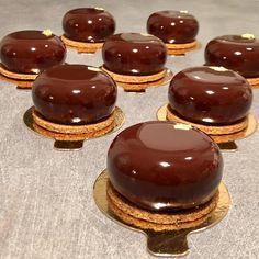 Formation Patisserie, Citron Yuzu, Chocolat Valrhona, Patisserie Design, Mousse Dessert, Fancy Desserts, Sweet Recipes, Sweet Tooth, Cheesecake